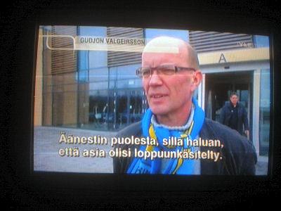 Nettisanomat 2011/04/18 - Kuva. Perussuomalaiset Anitta Kangas ja Teuvo Hakkarainen jakavat ...